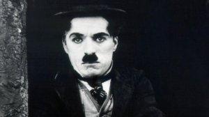 Ator e diretor Charlie Chaplin no filme 'O Garoto' de 1921